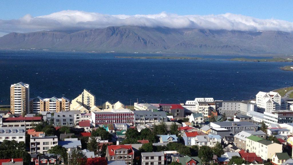 Blick auf die Hauptstadt Reykjavik in Island.