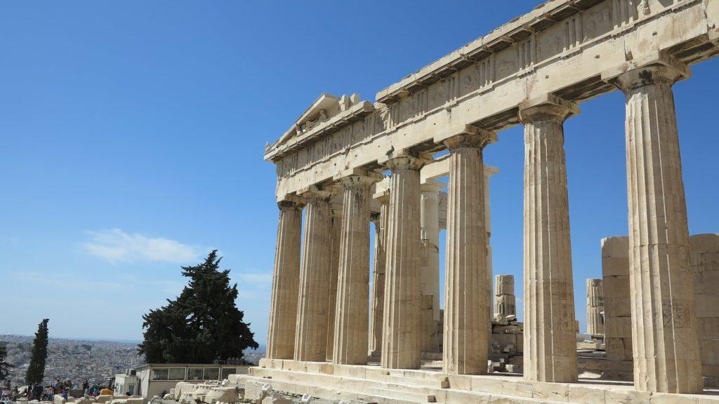 Die Akropolis in Athen, Griechenland bei Sonnenschein.