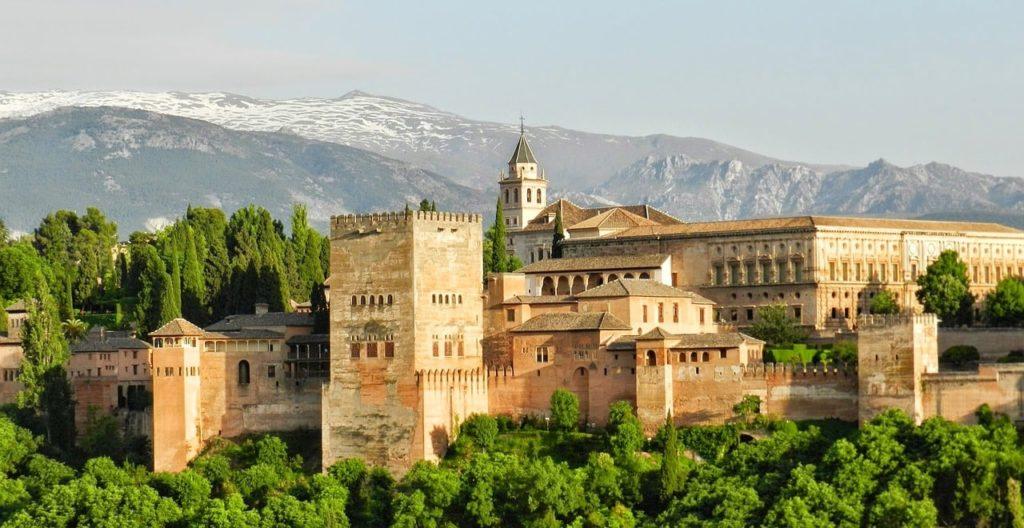 Die Alhambra von Granada in Spanien ist eine bedeutende Stadtburg auf den Sabikah-Hügel.
