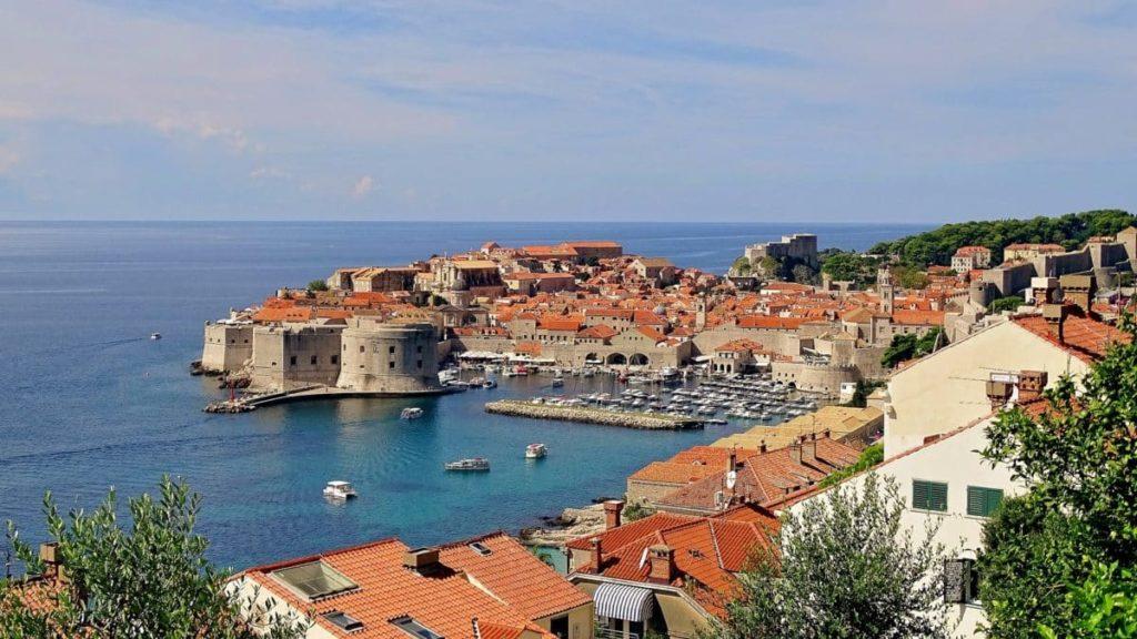 Blick auf die adriatische Küste von Kroatien