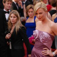 Schauspielerin Charlize Theron auf dem roten Teppich
