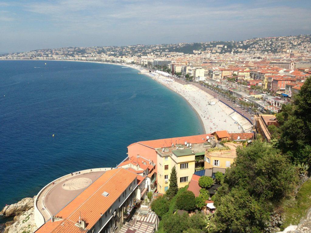 Strand und Küste von Nizza, Frankreich.