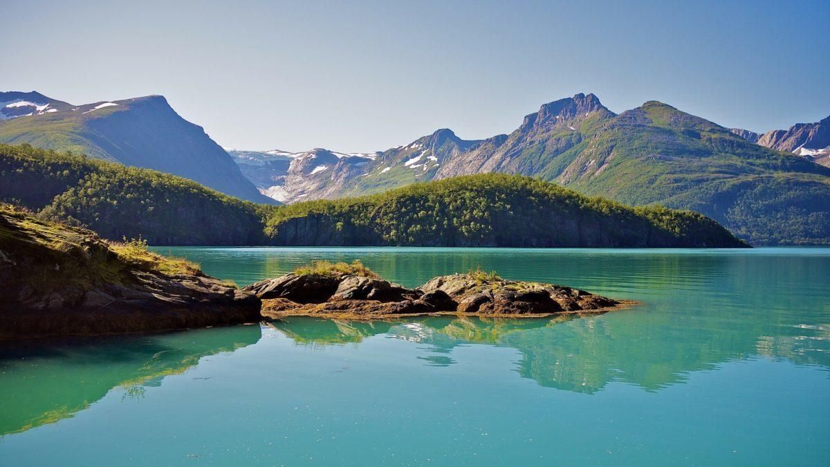 wunderschönes türkisfarbene Seen in Skandinavien