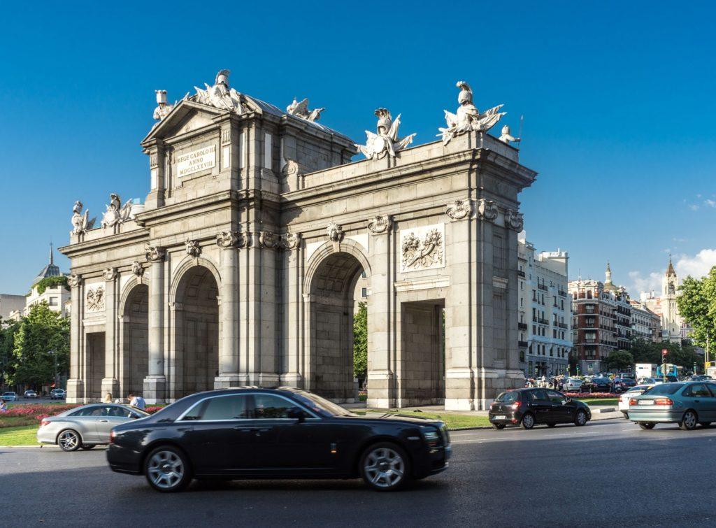 Autofahren in der Hauptstadt von Spanien Madrid