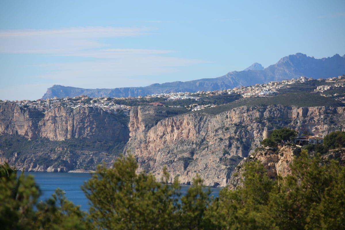 Die Steilküste vor Valencia in Spanien.
