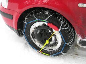 Schneeketten am Reifen