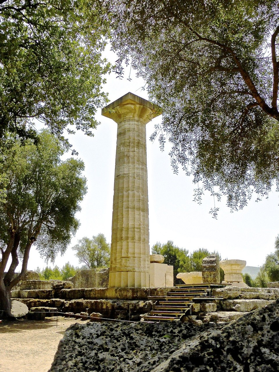 Säule des Zeus-Tempels in Olympia