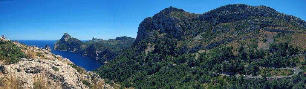 Gebirgskamm auf der Baleareninsel Mallorca