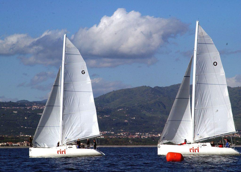 Segeln vor der Küste von Sizilien