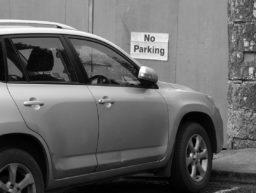 Auto im Parkverbot