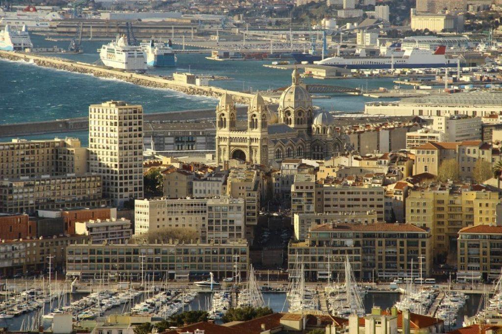 Blick auf Marseille und den Hafen von Oben