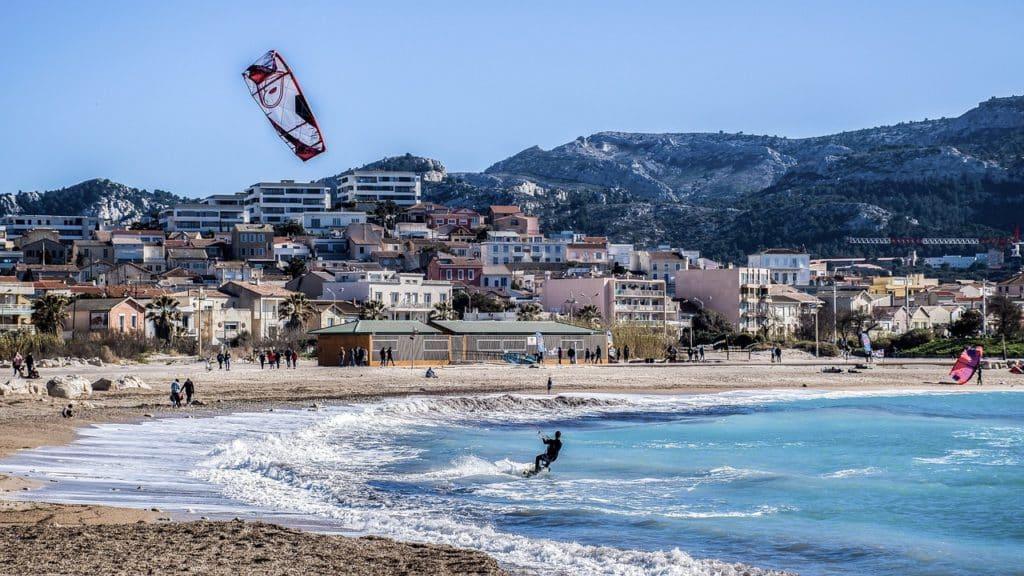 Parasailing in der Bucht von Marseille