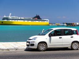 Mietwagen am Hafen von Griechenland